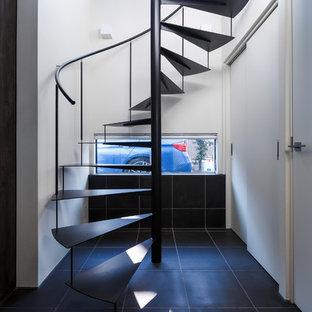 東京23区のモダンスタイルのおしゃれな階段 (金属の手すり) の写真
