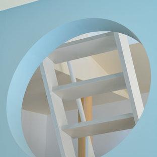 他の地域の小さい北欧スタイルのおしゃれな階段の写真
