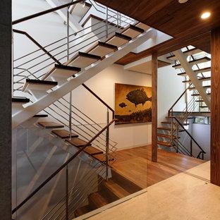 東京23区の木のコンテンポラリースタイルのおしゃれな階段の写真