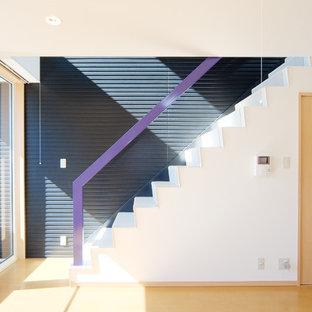 他の地域のモダンスタイルのおしゃれな直階段の写真