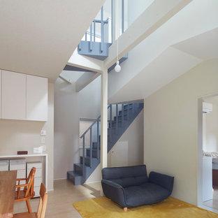 東京23区の木のコンテンポラリースタイルのおしゃれな直階段 (木の蹴込み板) の写真