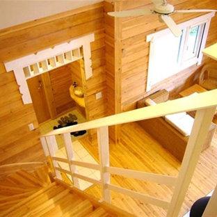 Imagen de escalera en L, escandinava, con escalones de madera y contrahuellas de madera