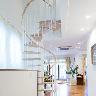 東京23区の木のコンテンポラリースタイルのおしゃれな階段 (木材の手すり) の写真