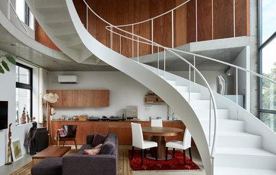 都市の限られた空間を豊かにする、大きな階段のある家