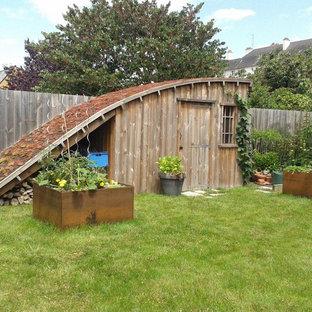 Aménagement d'un abri de jardin éclectique.