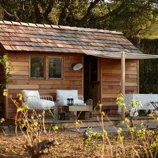 Cette photo montre une petit maison d'amis séparée nature.