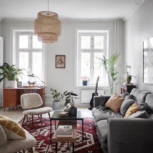 Inspiration för mellanstora nordiska avskilda allrum, med vita väggar, målat trägolv och vitt golv