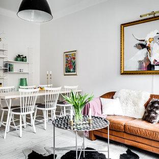 Foto de sala de estar cerrada, nórdica, de tamaño medio, con paredes blancas
