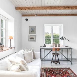 Inspiration för ett mellanstort lantligt avskilt allrum, med vita väggar, målat trägolv och vitt golv