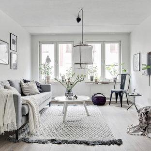 Idéer för mellanstora minimalistiska avskilda allrum, med vita väggar, ljust trägolv och beiget golv