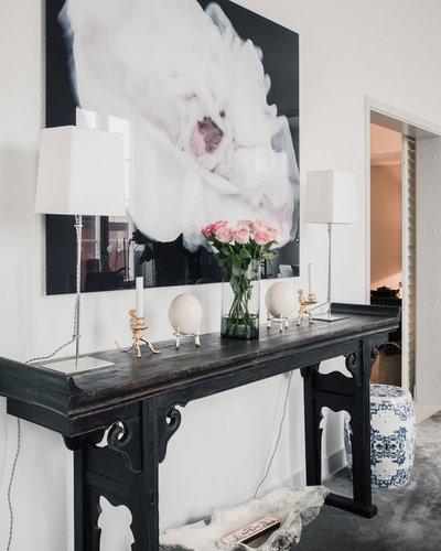 Scandinavian Family Room by Wrede Fastighetsmäkleri