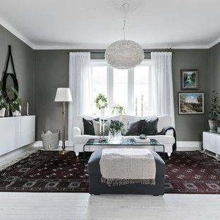 Exempel på ett nordiskt avskilt allrum, med grå väggar, målat trägolv, vitt golv och en väggmonterad TV