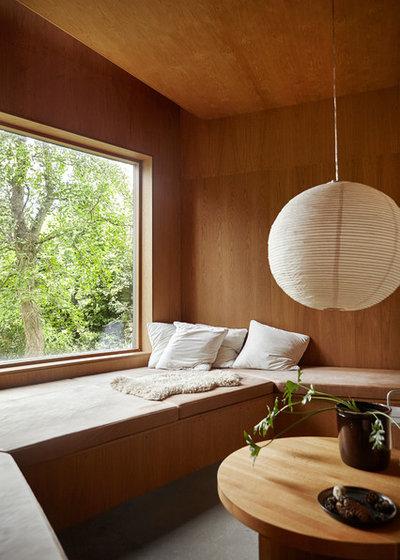 Minimalistisch Wohnzimmer by Mia Mortensen Photography