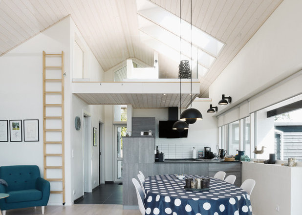 Modern Family & Games Room by Method & Madness Architects