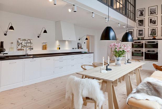 Skandinavisch Wohnzimmer by Kvänum Køkken