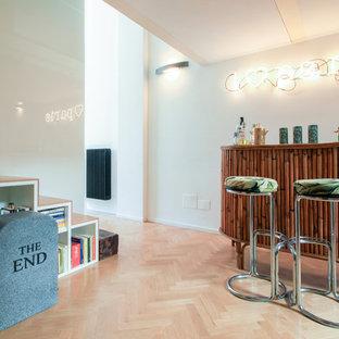 Diseño de bar en casa con barra de bar exótico pequeño