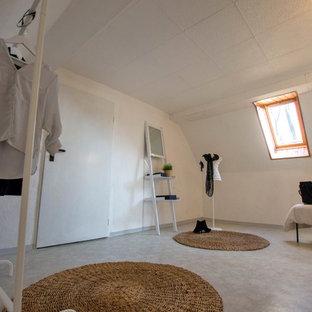 Modelo de vestidor actual, de tamaño medio, con suelo de linóleo y suelo gris
