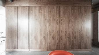 Raum aus Nussbaum