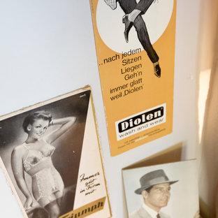 Foto de vestidor unisex, romántico, pequeño, con armarios abiertos, puertas de armario grises, suelo de baldosas de cerámica y suelo gris