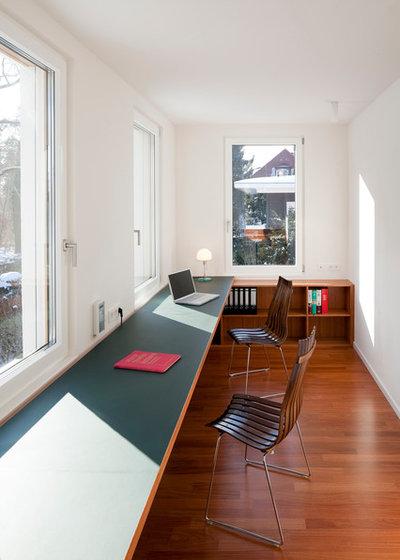 Contemporary Home Office by strauss architektin