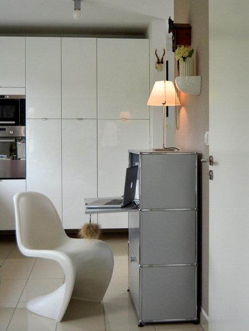 kleines arbeitszimmer mit freistehendem schreibtisch. Black Bedroom Furniture Sets. Home Design Ideas