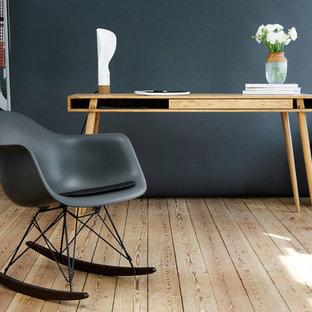 Идея дизайна: домашняя мастерская среднего размера в скандинавском стиле с коричневыми стенами, бетонным полом, подвесным камином, фасадом камина из плитки, отдельно стоящим рабочим столом и синим полом