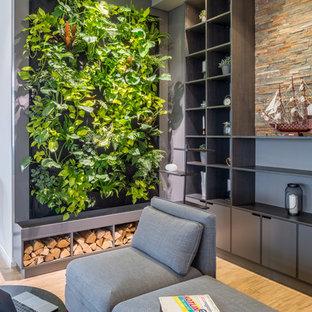 Foto de despacho minimalista con paredes blancas, suelo de linóleo y suelo marrón
