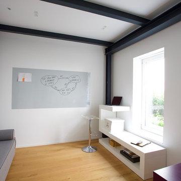 Minimalistisches Loft in historischem Vierkanthof