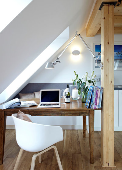 Contemporary Home Office by Ute Günther wachgeküsst INNENARCHITEKTUR+DESIGN
