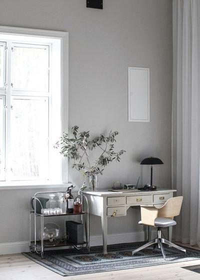 Skandinavisch Arbeitszimmer by Fastighetsbyrån