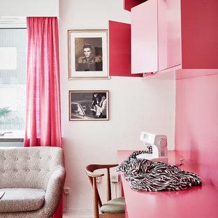 ヨーテボリのエクレクティックスタイルのおしゃれなホームオフィス・書斎の写真
