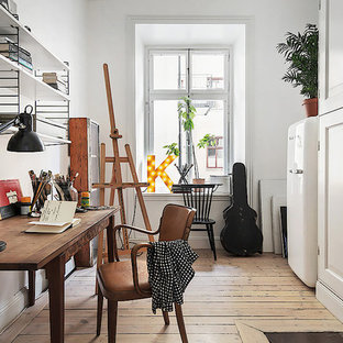 Mittelgroßes Skandinavisches Arbeitszimmer in Stockholm