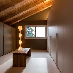 Diseño de vestidor unisex, minimalista, extra grande, con armarios con paneles lisos y puertas de armario beige