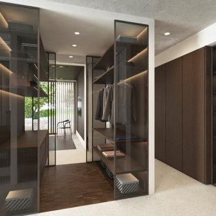 Ispirazione per una grande cabina armadio unisex design con ante di vetro, ante in legno bruno, pavimento in gres porcellanato, pavimento grigio e soffitto ribassato