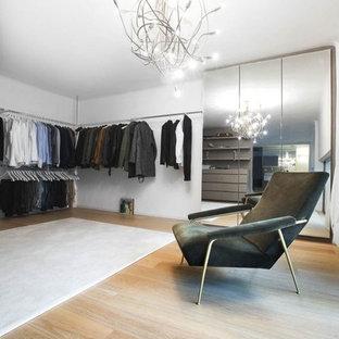 Idee per un ampio spazio per vestirsi industriale