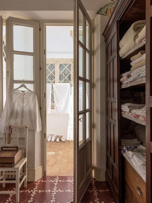 Foto e idee per armadi e cabine armadio armadi e cabine armadio shabby chic style con ante in - Cabine armadio in legno ...
