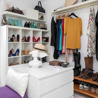 Diseño de armario vestidor de mujer, vintage, de tamaño medio, con armarios abiertos
