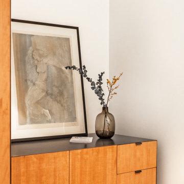Armario de madera en apartamento en la Casa Burés de Barcelona.
