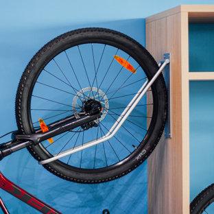 マドリードのおしゃれな収納・クローゼット (オープンシェルフ、淡色木目調キャビネット) の写真