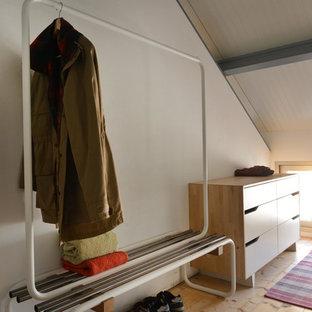 Kleines Industrial Ankleidezimmer in Valencia