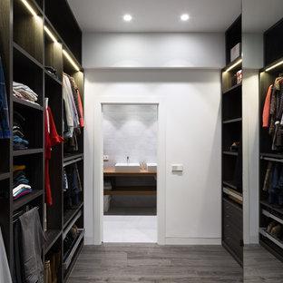 Ispirazione per una cabina armadio unisex minimal di medie dimensioni con nessun'anta e ante nere