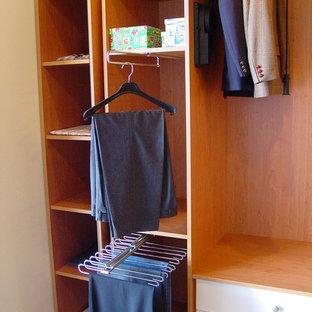 Imagen de armario vestidor unisex, tradicional renovado, pequeño