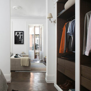 Design ideas for a mid-sized midcentury gender-neutral built-in wardrobe in Madrid with open cabinets.