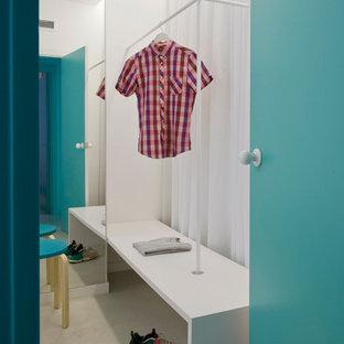 Foto de vestidor unisex, nórdico, de tamaño medio, con armarios abiertos