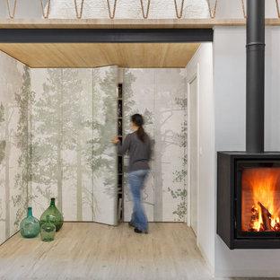 Ispirazione per un armadio incassato unisex nordico di medie dimensioni con ante con riquadro incassato, ante verdi, pavimento in gres porcellanato e pavimento beige
