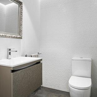 Idées déco pour un petit WC et toilettes classique avec un placard à porte plane, des portes de placard beiges, un WC séparé, un carrelage blanc, des carreaux de céramique, un mur blanc, un sol en carrelage de porcelaine, une grande vasque, un plan de toilette en surface solide, un sol gris et un plan de toilette blanc.