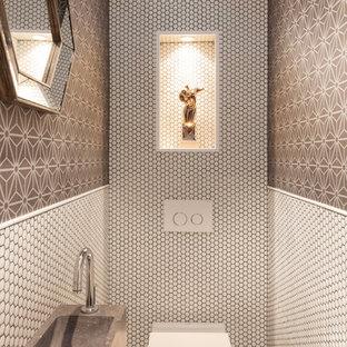 Imagen de aseo contemporáneo, pequeño, con sanitario de pared, lavabo suspendido y baldosas y/o azulejos blancos