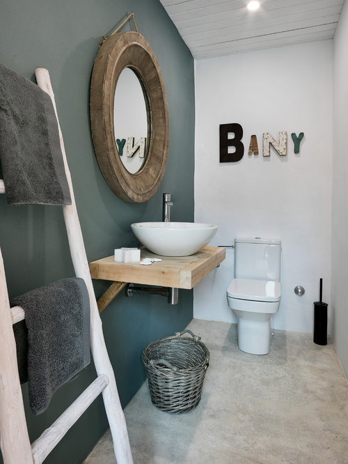 G stetoilette g ste wc mit betonboden ideen f r g stebad und g ste wc design houzz for Spiegel wc deco