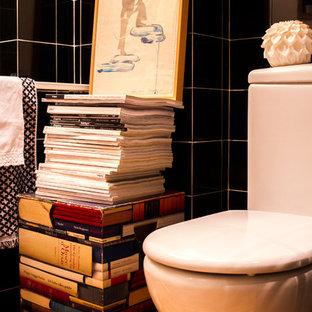 Неиссякаемый источник вдохновения для домашнего уюта: маленький туалет в стиле ретро с раздельным унитазом