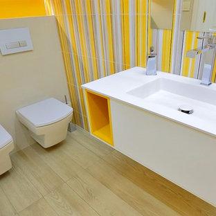 Idee per un piccolo bagno di servizio design con ante lisce, ante bianche, bidè, pareti gialle e lavabo integrato